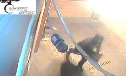 Scassinato il bar tabacchi di Ponte Valentino, in manette per furto due beneventani
