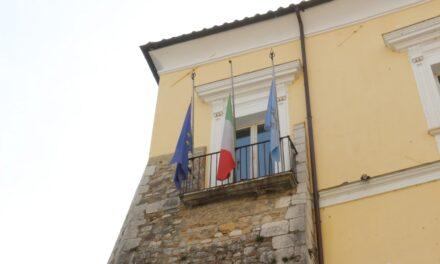 Bandiere a mezz'asta per la Giornata in memoria delle vittime del Covid