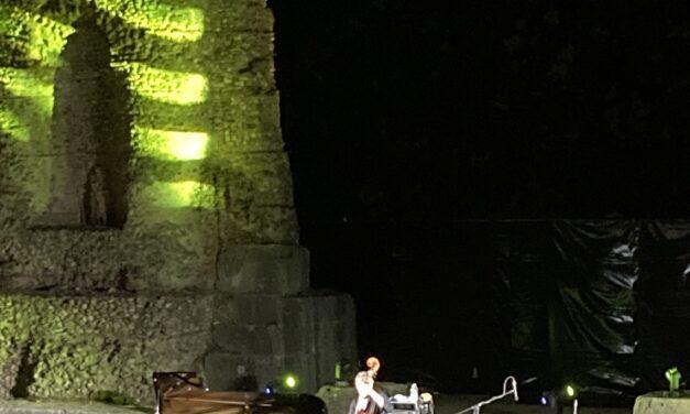 Con Mina jazzata da Rea il pubblico del Teatro Romano torna a cantare. Il 16 luglio Paolo Fresu